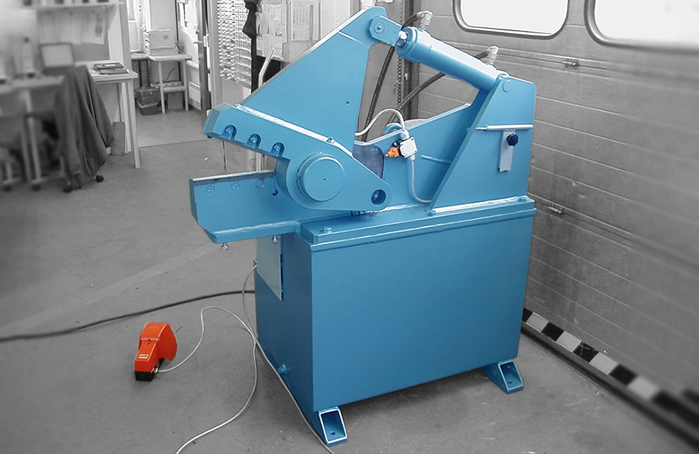 Alligator shear for cable recycling